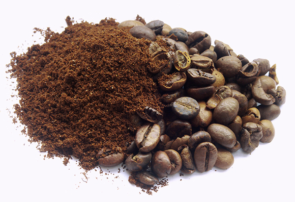Coffee-Grounds-Ants-Remedies-Pete