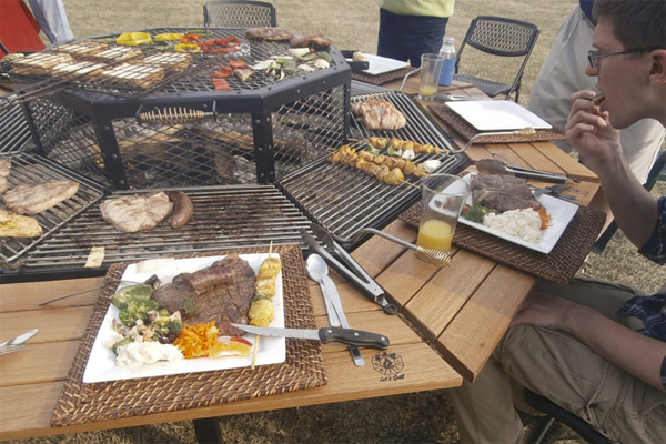 Giant Grill Table Gives American BBQ The Korean Treatment