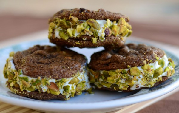 Dbl Choc Chip Pistachio Ice Cream Sandwich