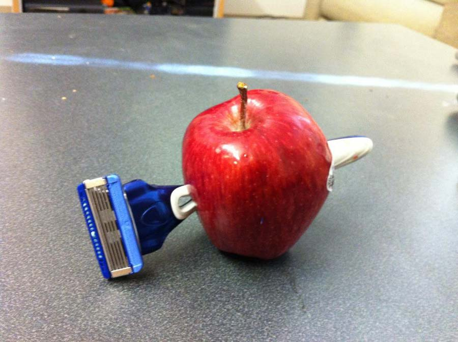 Apple-Razor-Halloween