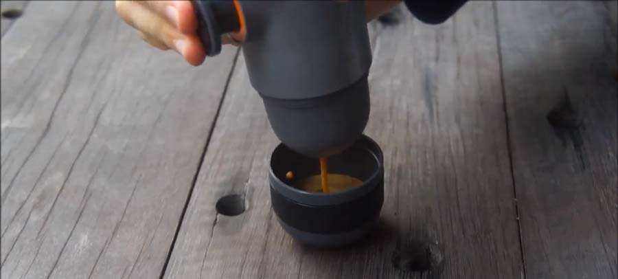 Hand-Espresso-Machine