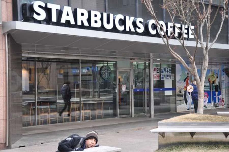 Starbucks-Everywhere-Winter