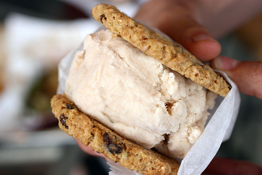 toasted-apple-pie-cookie-sandwich-icecream