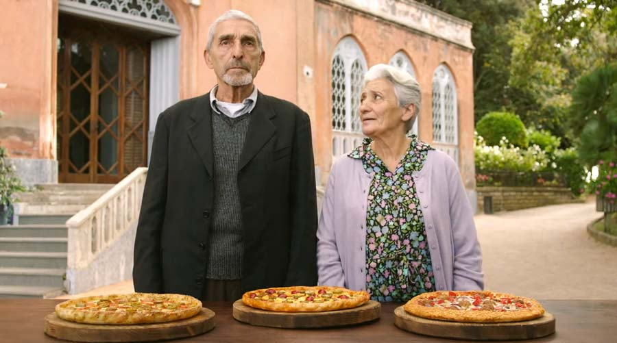 Watch a bunch of old italian people react to pizza hut 39 s for Italian people