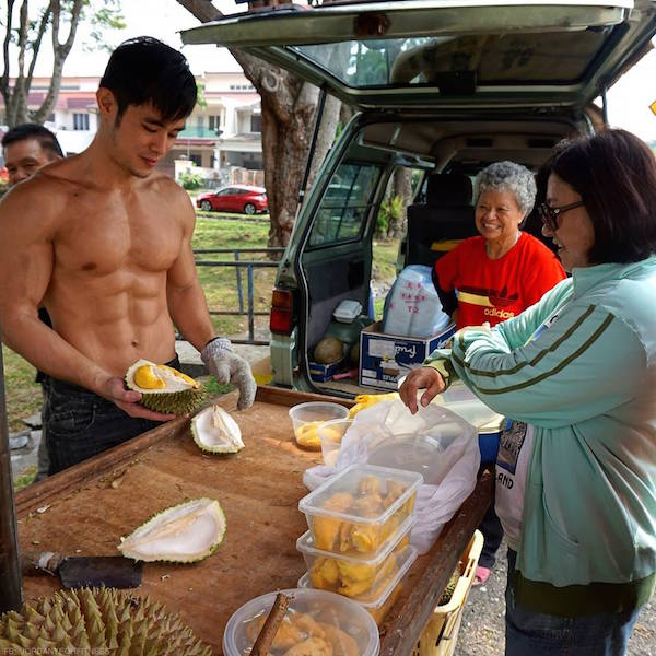 Hunky Asian Guys Have Started A 'HOT STREET FOOD WORKER' Trend