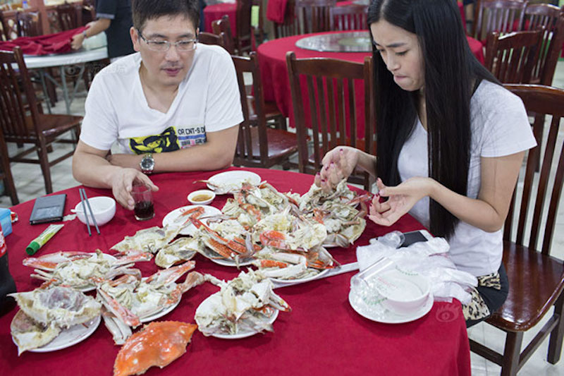 crab_peeler_lady_7