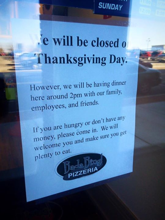 This Pizzeria's Heartwarming Sign Completely Captures The Spirit Of Thanksgiving