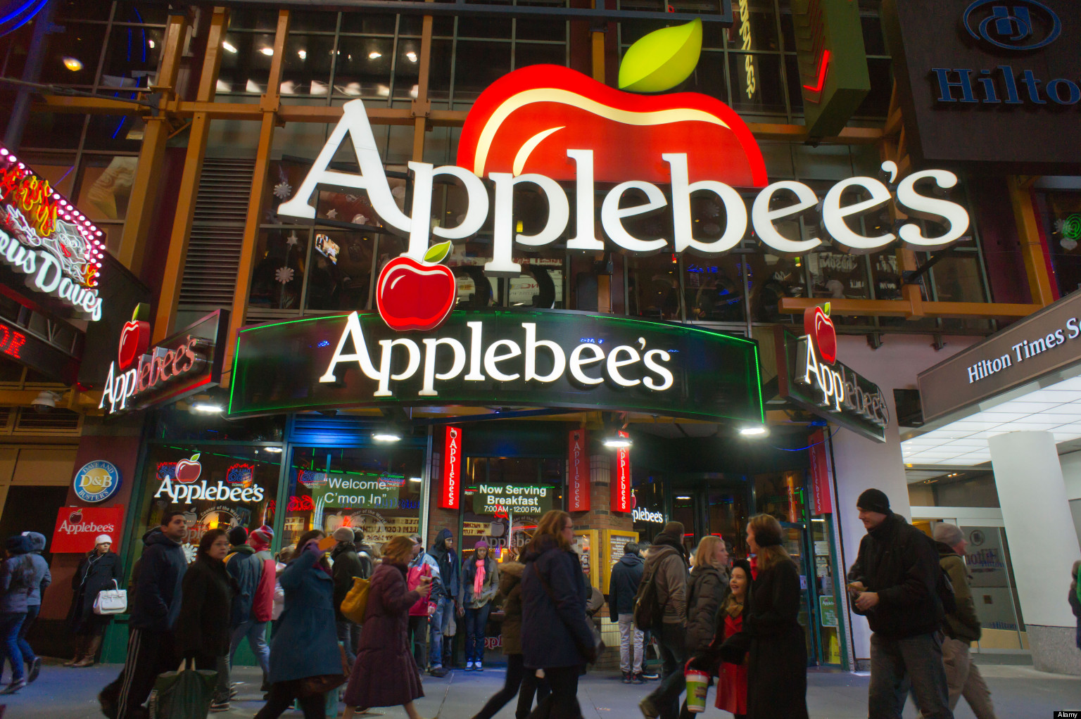 woman at applebees gets cracked across the face with glass mug for