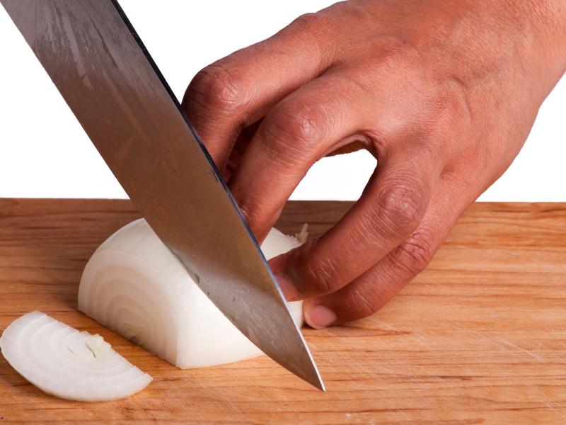 slicing-onion