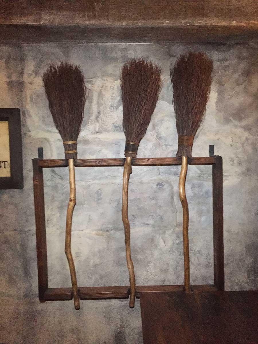 3-broomsticks