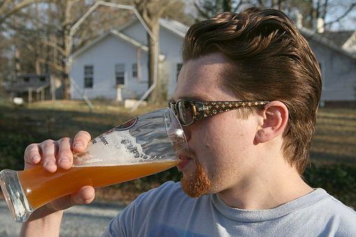 512px-2009-03-07_Nate_Dizo_drinking_beer