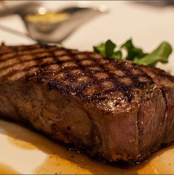Hero Chef Calmly Explains Why You Shouldn't Eat Steak 'Well-Done'
