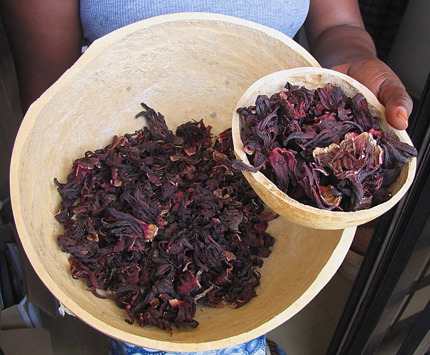Bissap_-_gourd_calabash_with_dried_leaves,_Hibiscus_sabdariffa