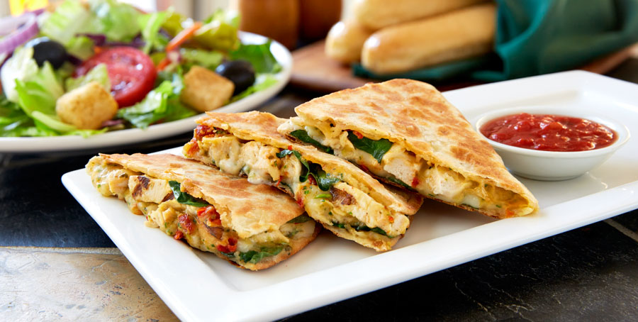 These olive garden 39 piadinas 39 look an awful lot like quesadillas for Olive garden chicken flatbread