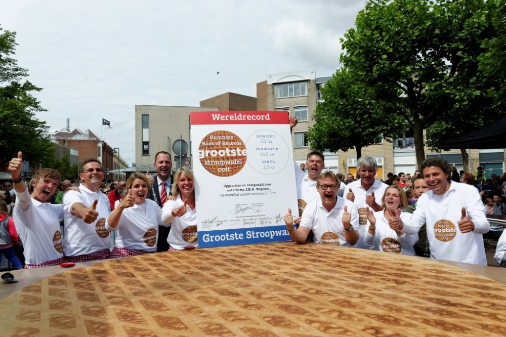 Worldrecord-Biggest-Syrup-Waffle-of-the-World-1024x683