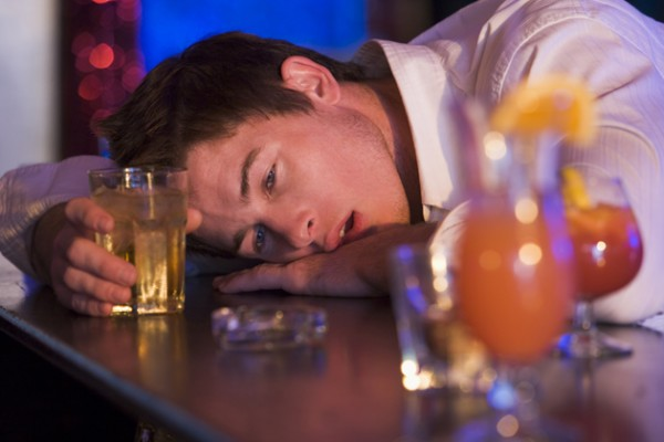 binge-drinking-at-bar
