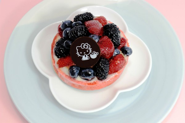 hello-kitty-fruit-tart