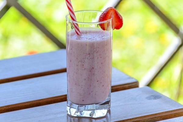strawberry-drink-1411374_640