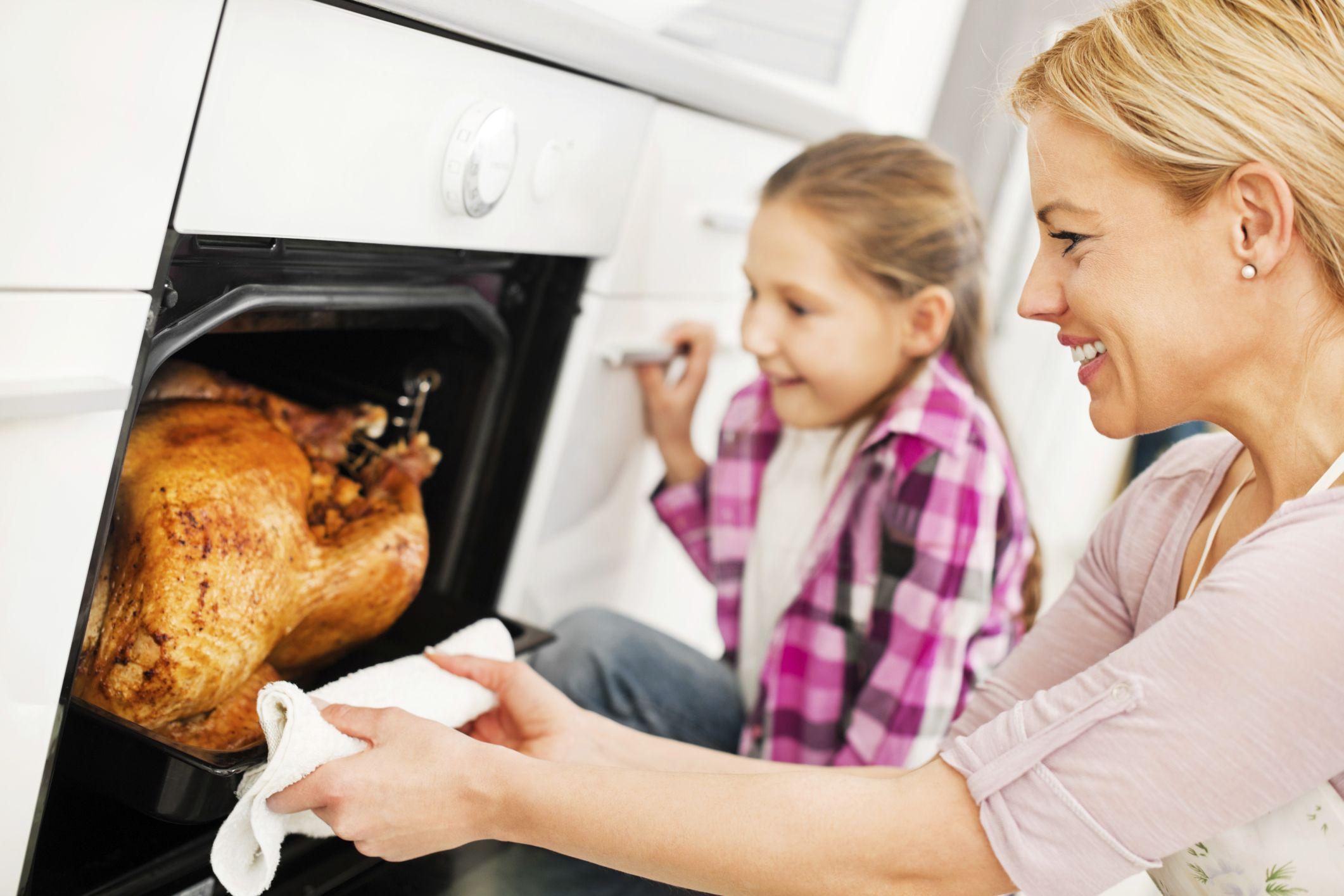 thanksgiving-cooking-kristian-sekulic-56a11c375f9b58b7d0bbcebc