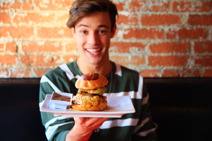 cam-dallas-umami-burger-02