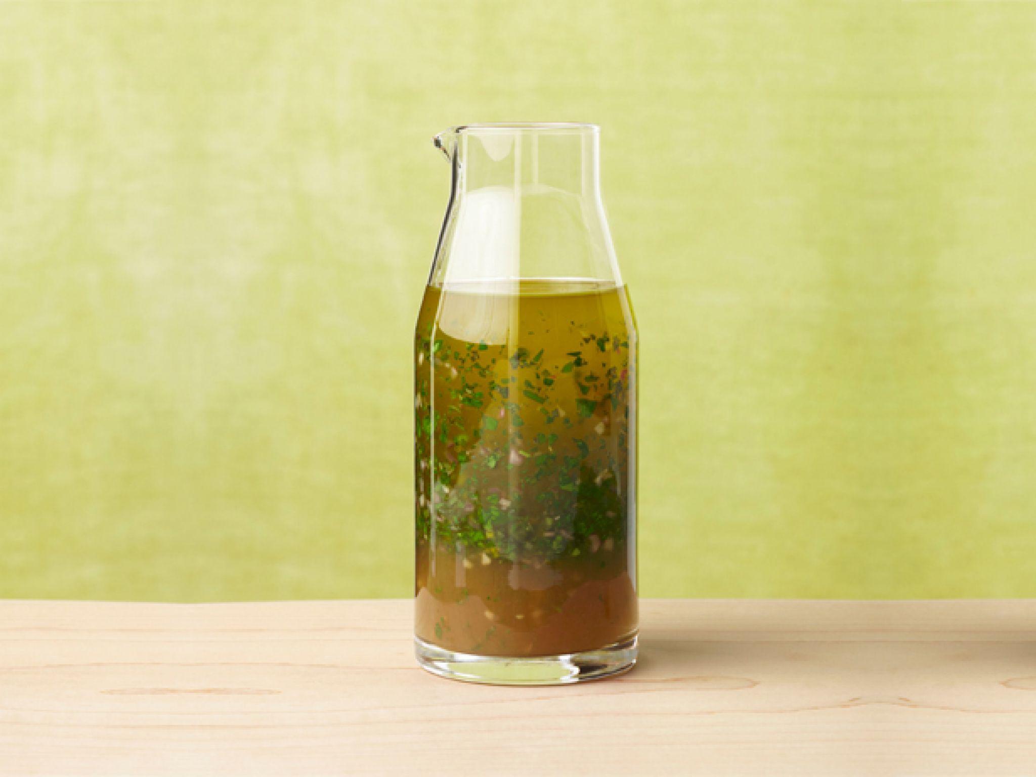 fnm_040113-classic-vinaigrette-salad-dressing-recipe_s4x3-jpg-rend-sniipadlarge