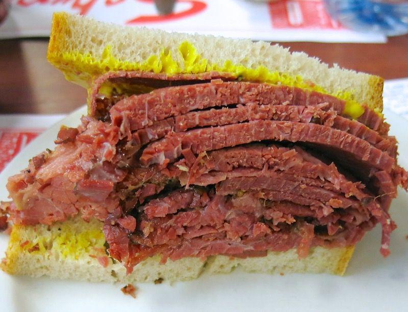 schwartz-montereal-smoked-meat-sandwich