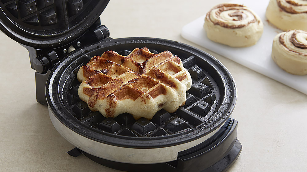 how-to-make-our-famous-cinnamon-roll-waffles_01