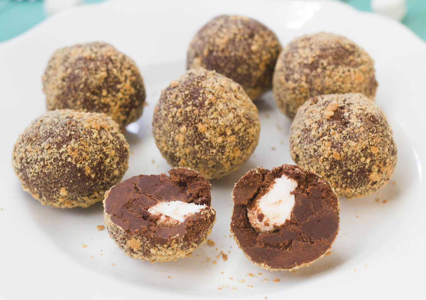 Indulge In These 8 Addictive Truffles That Are Easily DIY - Fullact ...