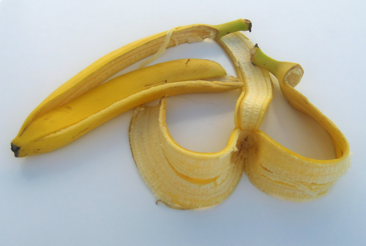 banana peel shoe polish Did you know that a banana peel can make your shoes shine when you run out of shoe polish yes, just like this, there are some surprising ways in which banana peels can be used in and around your home when it comes to cleaning.