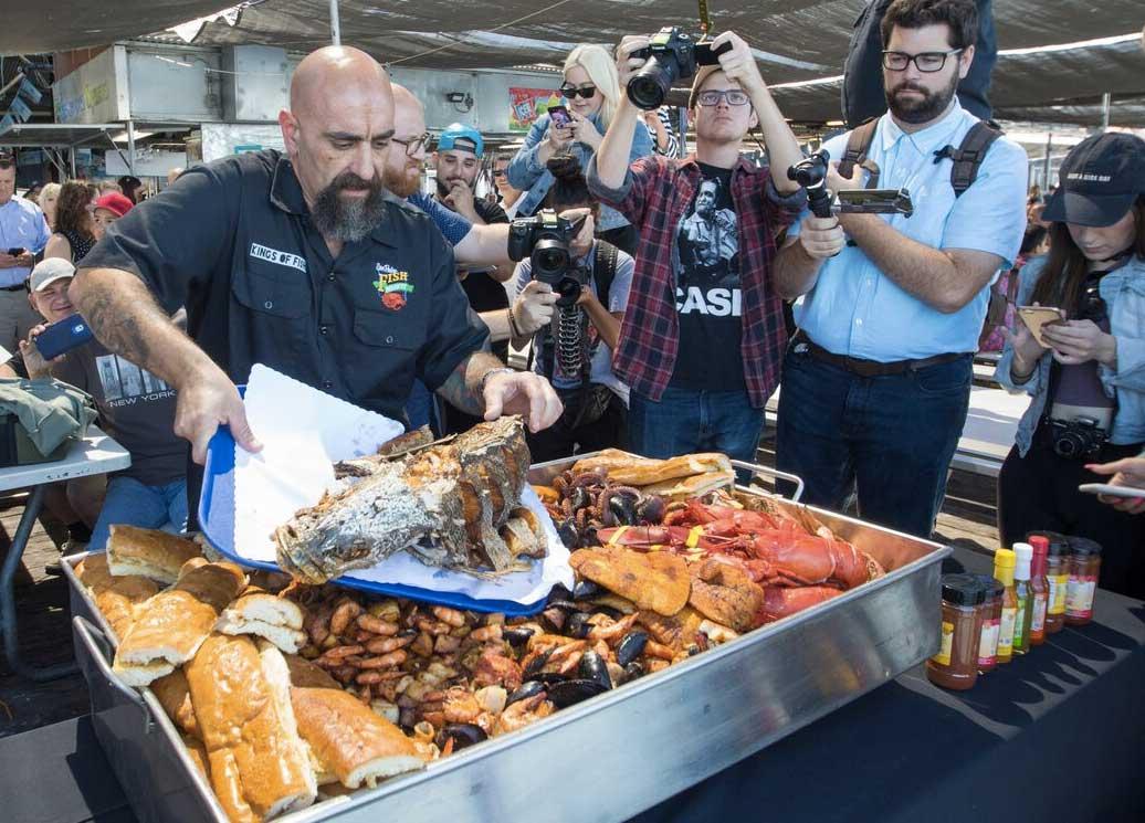 Meet the super tray xxxl san pedro fish market 39 s massive for Closest fish market