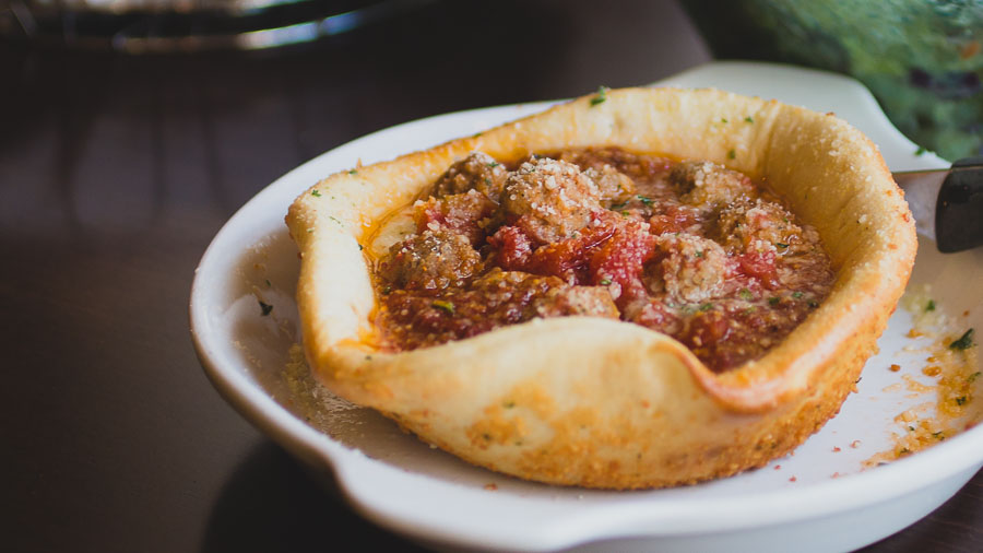 olive garden filled this pizza bowl with cheese and meatballs - Olive Garden Pizza